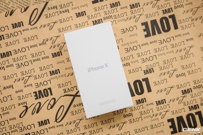 Hộp của chiếc iPhone X CPO, có thiết kế khá giống với các phiên bản CPO trước đó