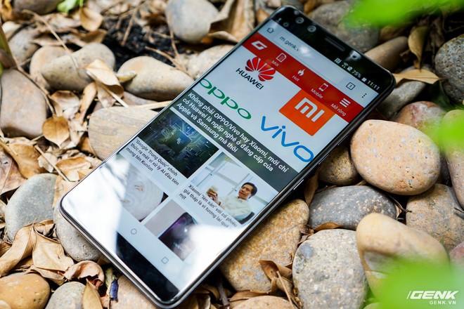Ảnh thực tế HTC U12 Plus tại Việt Nam: phím bấm cảm biến lực, 4 camera, màn hình tràn viền không tai thỏ - Ảnh 10.