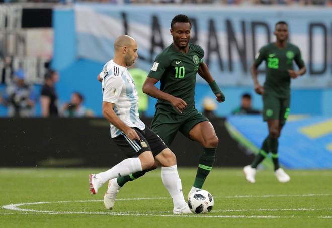 Biết bố bị bắt cóc vẫn tập trung thi đấu trận quyết định tại World Cup 2018, đội trưởng Nigeria được tung hô như người hùng - Ảnh 1.