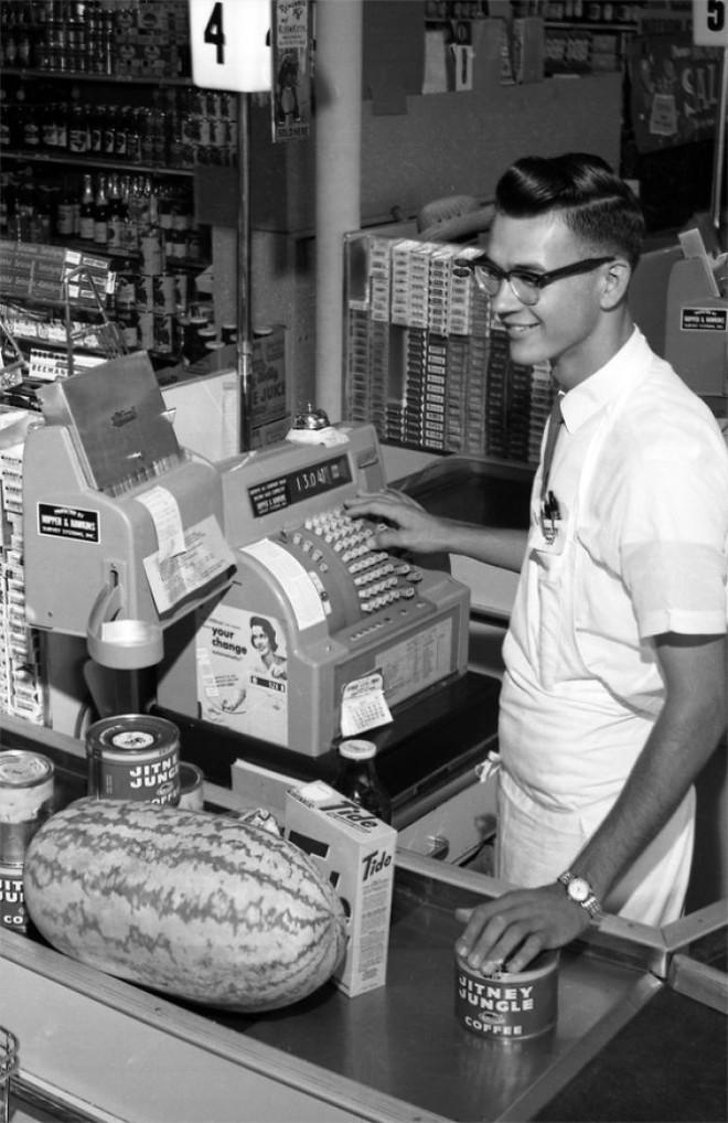 Hình ảnh hoài cổ về chợ búa ở Mỹ trong thế kỷ 20 chắc chắn sẽ khiến bạn ngạc nhiên - Ảnh 10.