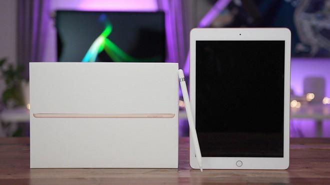 Surface Go giá mềm chính là câu trả lời thích đáng của Microsoft dành cho chiếc iPad 9.7 inch của Apple - Ảnh 4.