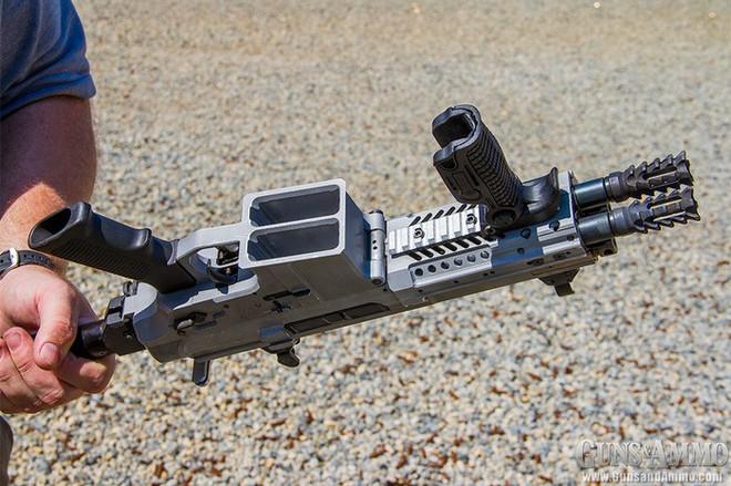 """Chiêm ngưỡng súng trường tấn công """"Rắn hai đầu"""" siêu độc đáo, siêu đắt đỏ của công ty Israel - Ảnh 3."""