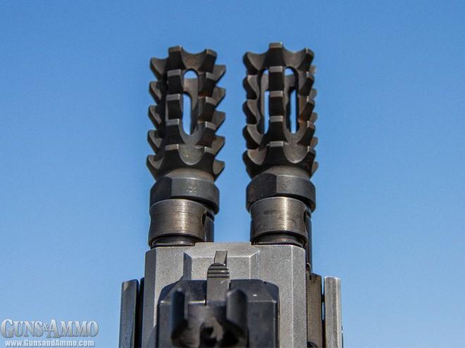 """Chiêm ngưỡng súng trường tấn công """"Rắn hai đầu"""" siêu độc đáo, siêu đắt đỏ của công ty Israel - Ảnh 2."""