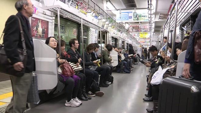Nước Nhật rất lịch sự nhưng người trẻ ít khi nhường ghế cho người già và lí do đặc biệt phía sau - Ảnh 3.