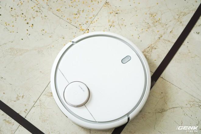 Ảnh thực tế robot hút bụi Mi Robot Vacuum: tự động quét dọn mọi ngóc ngách trong nhà, tự giác quay về chỗ để nạp pin - Ảnh 1.