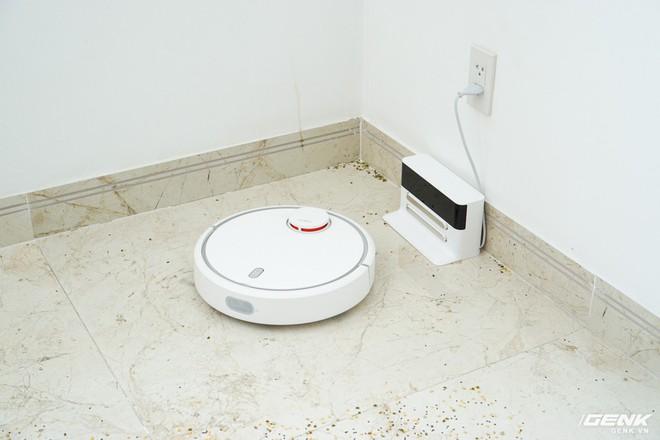 Ảnh thực tế robot hút bụi Mi Robot Vacuum: tự động quét dọn mọi ngóc ngách trong nhà, tự giác quay về chỗ để nạp pin - Ảnh 2.