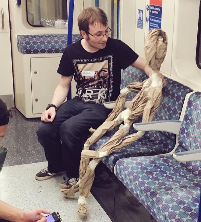 [Vui] 20 bức ảnh sẽ chứng minh cho bạn thấy: Thế giới trên tàu điện ngầm luôn ngập tràn những điều kỳ lạ - Ảnh 4.