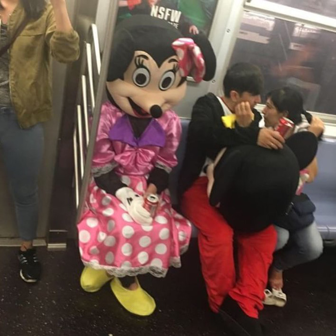 [Vui] 20 bức ảnh sẽ chứng minh cho bạn thấy: Thế giới trên tàu điện ngầm luôn ngập tràn những điều kỳ lạ - Ảnh 5.