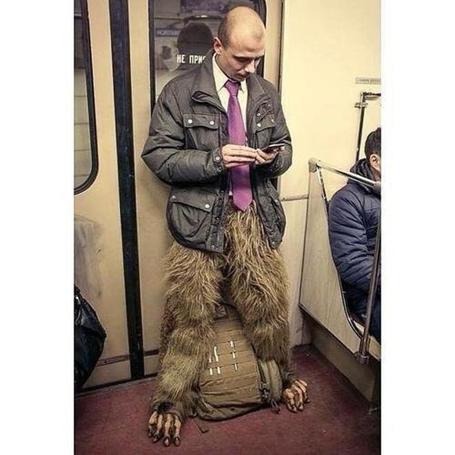 [Vui] 20 bức ảnh sẽ chứng minh cho bạn thấy: Thế giới trên tàu điện ngầm luôn ngập tràn những điều kỳ lạ - Ảnh 6.
