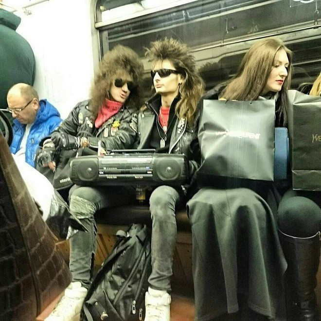 [Vui] 20 bức ảnh sẽ chứng minh cho bạn thấy: Thế giới trên tàu điện ngầm luôn ngập tràn những điều kỳ lạ - Ảnh 8.