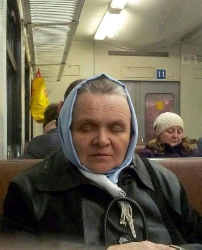 [Vui] 20 bức ảnh sẽ chứng minh cho bạn thấy: Thế giới trên tàu điện ngầm luôn ngập tràn những điều kỳ lạ - Ảnh 13.