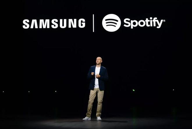 Samsung công bố hợp tác với Spotify nhằm tích hợp sâu dịch vụ này vào sản phẩm - Ảnh 1.
