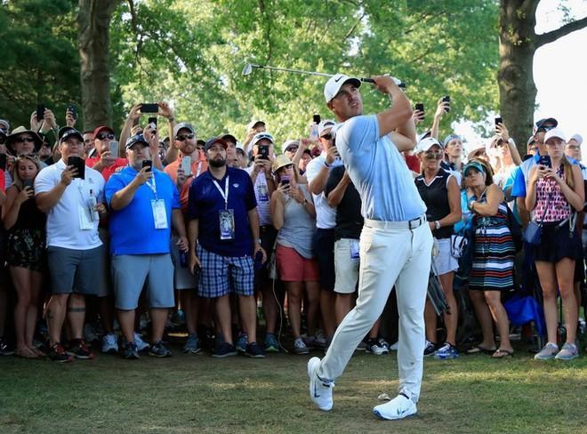 2 tấm ảnh chụp cách nhau 16 năm của golf thủ lừng danh Tiger Woods cho chúng ta thấy sự tiến hóa của công nghệ - Ảnh 6.