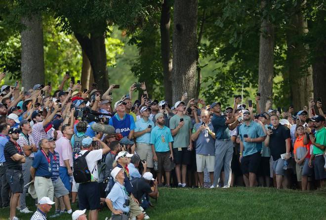 2 tấm ảnh chụp cách nhau 16 năm của golf thủ lừng danh Tiger Woods cho chúng ta thấy sự tiến hóa của công nghệ - Ảnh 5.