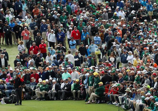 2 tấm ảnh chụp cách nhau 16 năm của golf thủ lừng danh Tiger Woods cho chúng ta thấy sự tiến hóa của công nghệ - Ảnh 3.