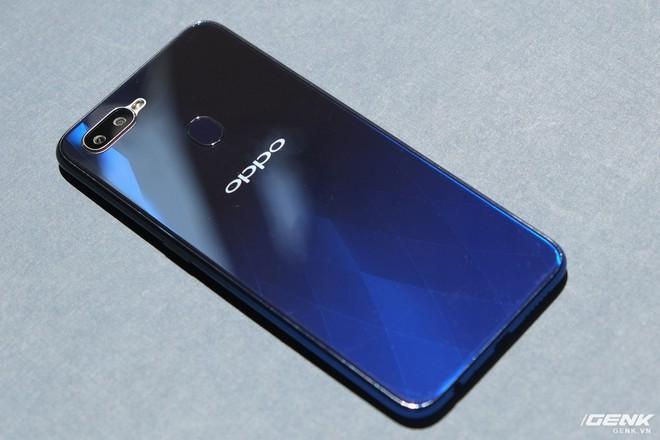 Trên tay Oppo F9 giá 7.69 triệu: Màn hình giọt nước, mặt lưng họa tiết, sạc nhanh VOOC, camera kép - Ảnh 6.