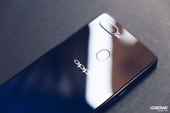 Trên tay Oppo F9 giá 7.69 triệu: Màn hình giọt nước, mặt lưng họa tiết, sạc nhanh VOOC, camera kép - Ảnh 10.