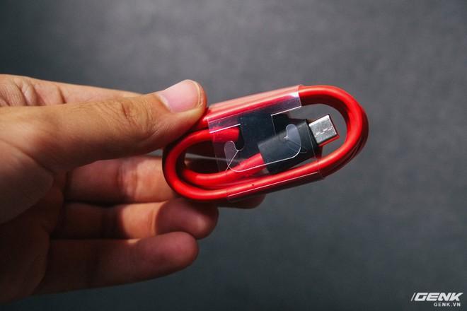 Đây là Xiaomi Mi 8 EE giá 19 triệu tại VN: Mặt lưng trong suốt, vân tay trong màn hình, quét khuôn mặt 3D - Ảnh 7.