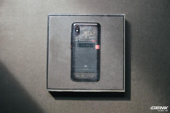 Đây là Xiaomi Mi 8 EE giá 19 triệu tại VN: Mặt lưng trong suốt, vân tay trong màn hình, quét khuôn mặt 3D - Ảnh 3.