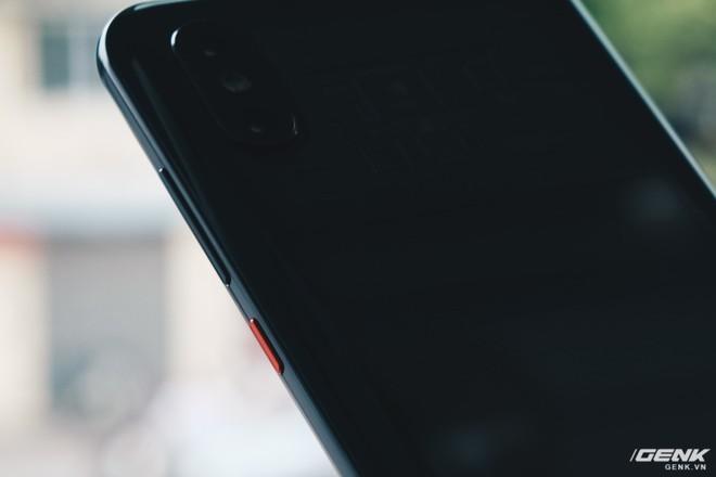 Đây là Xiaomi Mi 8 EE giá 19 triệu tại VN: Mặt lưng trong suốt, vân tay trong màn hình, quét khuôn mặt 3D - Ảnh 16.