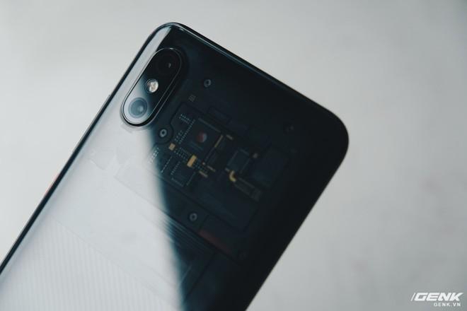 Đây là Xiaomi Mi 8 EE giá 19 triệu tại VN: Mặt lưng trong suốt, vân tay trong màn hình, quét khuôn mặt 3D - Ảnh 29.
