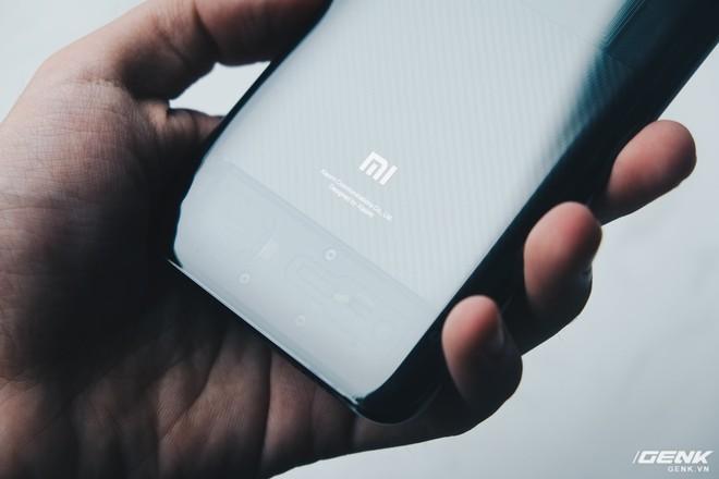 Đây là Xiaomi Mi 8 EE giá 19 triệu tại VN: Mặt lưng trong suốt, vân tay trong màn hình, quét khuôn mặt 3D - Ảnh 14.