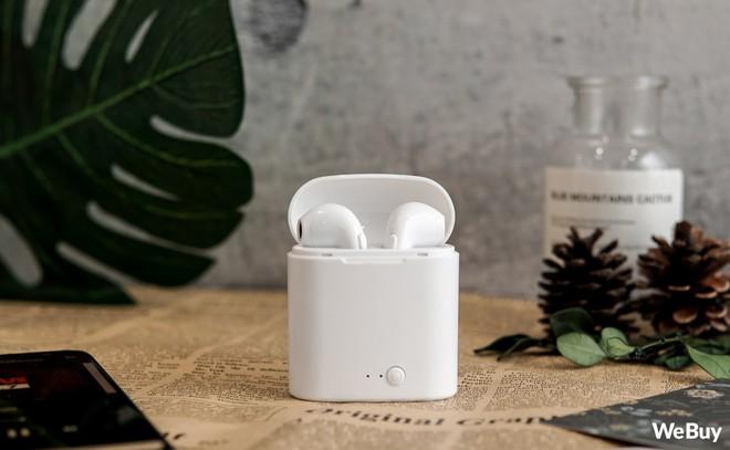 """Có điều kiện thì mua Apple AirPods, còn con nhà nghèo dùng chiếc tai nghe """"nhái bén"""" này được không? - Ảnh 1."""