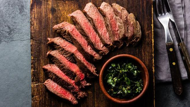 Đừng bao giờ nghĩ bạn có thể sống khỏe nếu chỉ ăn thịt - Ảnh 3.