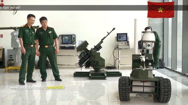 Cận cảnh robot chiến đấu tự hành Made in Việt Nam: không sợ thời tiết khắc nghiệt, tự động sử dụng vũ khí tiêu diệt mục tiêu - Ảnh 1.