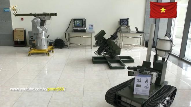 Cận cảnh robot chiến đấu tự hành Made in Việt Nam: không sợ thời tiết khắc nghiệt, tự động sử dụng vũ khí tiêu diệt mục tiêu - Ảnh 3.