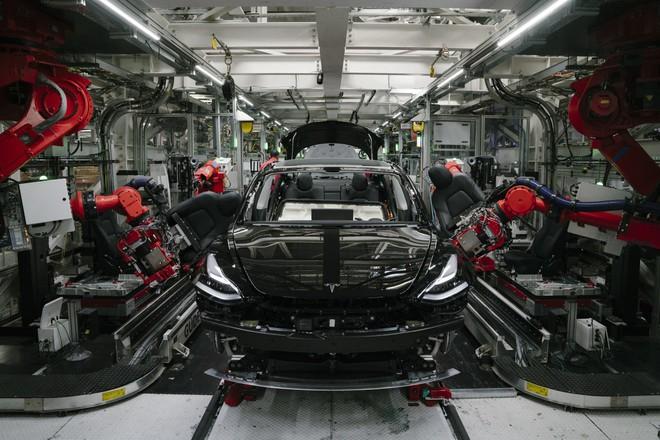 Mất 3 hoặc 4 năm nữa, Tesla sẽ sản xuất được ô tô điện giá rẻ dưới 600 triệu đồng - Ảnh 1.