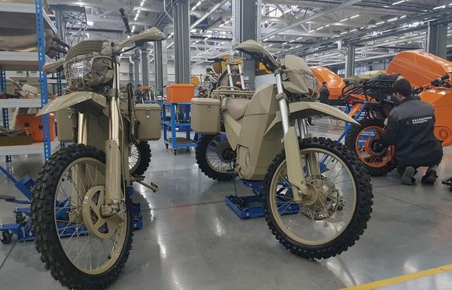 Không chỉ sản xuất súng, tập đoàn Kalashnikov còn làm cả xe máy điện quân sự đẹp mê ly: đi 1 km chỉ tốn 172 đồng tiền điện - Ảnh 4.