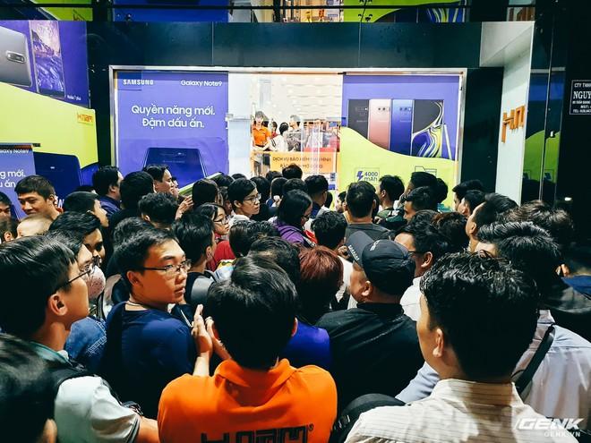 Gặp gỡ fan Galaxy Note đặc biệt nhất Việt Nam: 68 tuổi, nâng cấp từ Note3 lên Note9, dùng Note vì độc hơn iPhone - Ảnh 1.