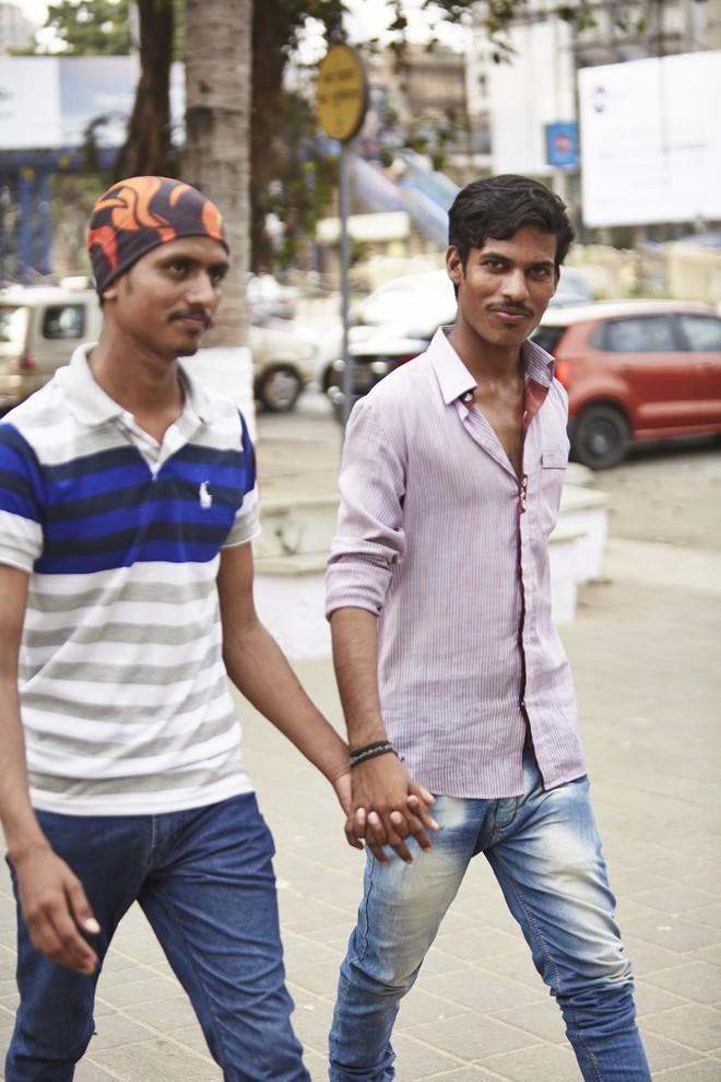 Nắm tay nhau mỗi khi ra đường: Nét văn hóa kỳ lạ nhưng thú vị giữa những anh đàn ông Ấn Độ - Ảnh 5.