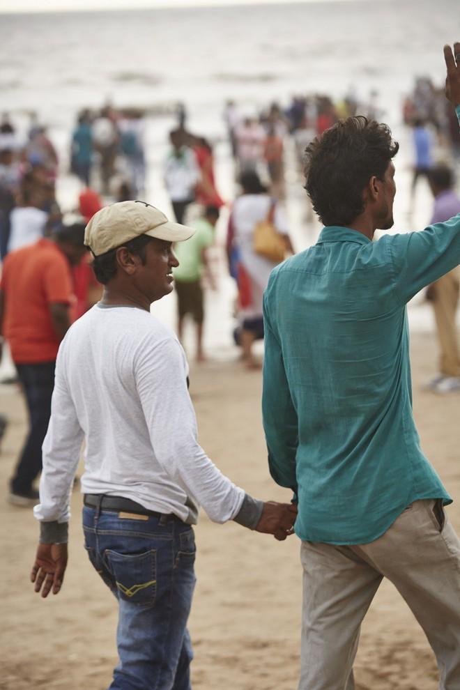 Nắm tay nhau mỗi khi ra đường: Nét văn hóa kỳ lạ nhưng thú vị giữa những anh đàn ông Ấn Độ - Ảnh 7.