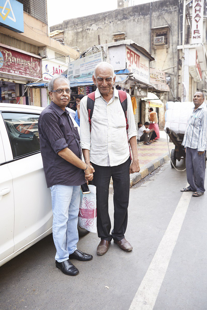 Nắm tay nhau mỗi khi ra đường: Nét văn hóa kỳ lạ nhưng thú vị giữa những anh đàn ông Ấn Độ - Ảnh 11.