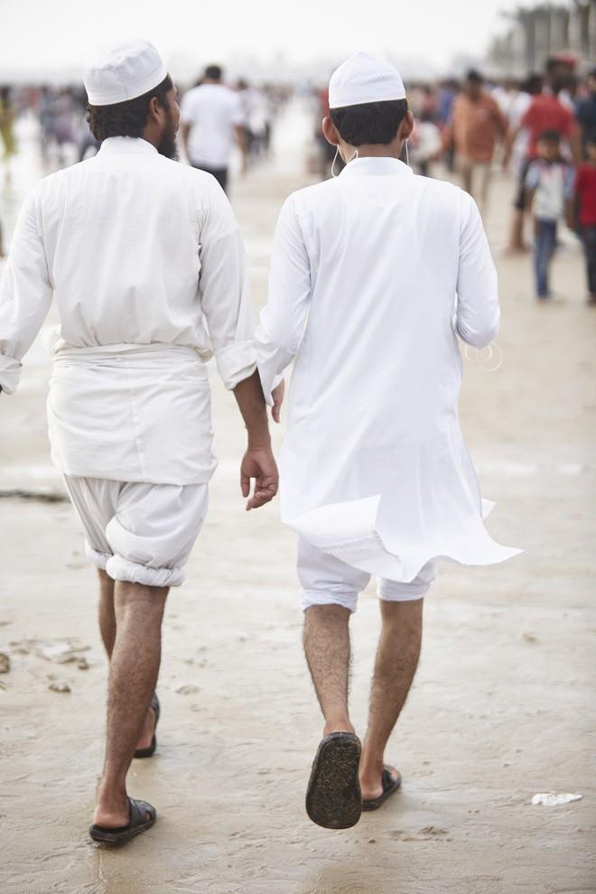 Nắm tay nhau mỗi khi ra đường: Nét văn hóa kỳ lạ nhưng thú vị giữa những anh đàn ông Ấn Độ - Ảnh 14.