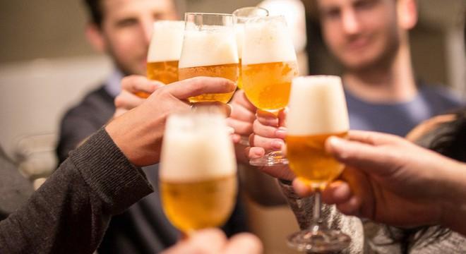 Nghiên cứu: Uống bia, rượu dù ít hay nhiều vẫn có tác hại rất xấu đến sức khỏe - Ảnh 3.