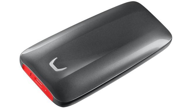 Ổ SSD gắn ngoài mới của Samsung truyền dữ liệu nhanh chóng mặt nhưng không hề rẻ chút nào - Ảnh 1.