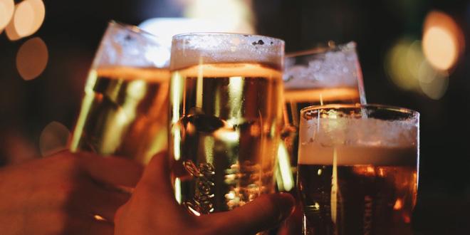 Nghiên cứu: Uống bia, rượu dù ít hay nhiều vẫn có tác hại rất xấu đến sức khỏe - Ảnh 1.