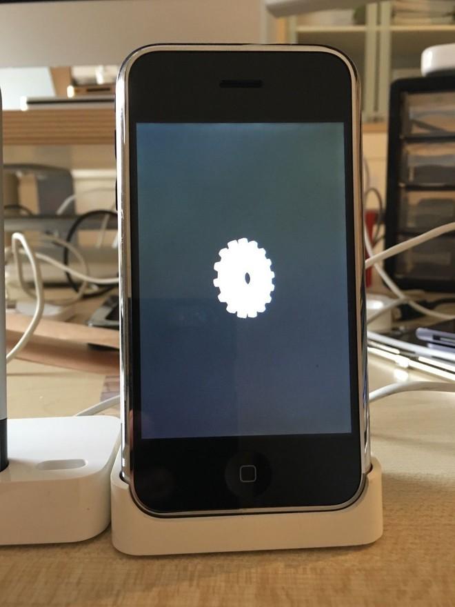 Một chiếc iPhone nguyên mẫu sản xuất thủ công tại Cupertino, chạy OS X, vẫn hoạt động tốt đang được đấu giá trên eBay - Ảnh 9.