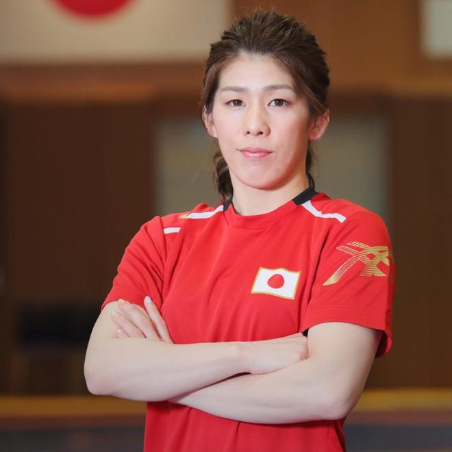Từng giành 3 HCV Olympic, nữ đô vật Nhật tiếp tục phá kỷ lục Guinness dập nổ bóng bay bằng bàn tọa - Ảnh 2.