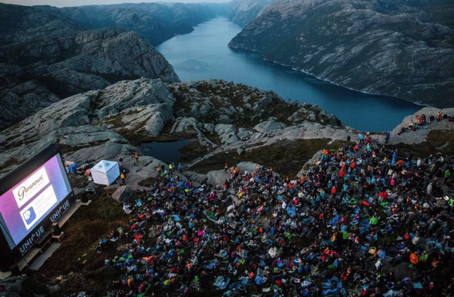 2000 fan hâm mộ đã xem Mission: Impossible - Fallout ở vách núi dựng đứng cao 609m, nơi cảnh hành động lớn nhất diễn ra - Ảnh 3.