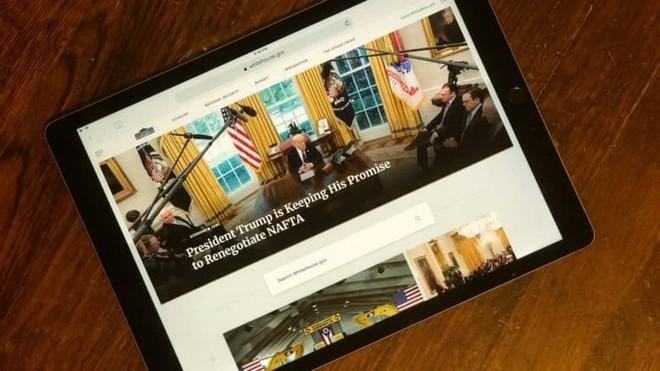 Không còn nghi ngờ gì nữa, Tổng thống Mỹ Donald Trump là fan cứng của Apple - Ảnh 1.