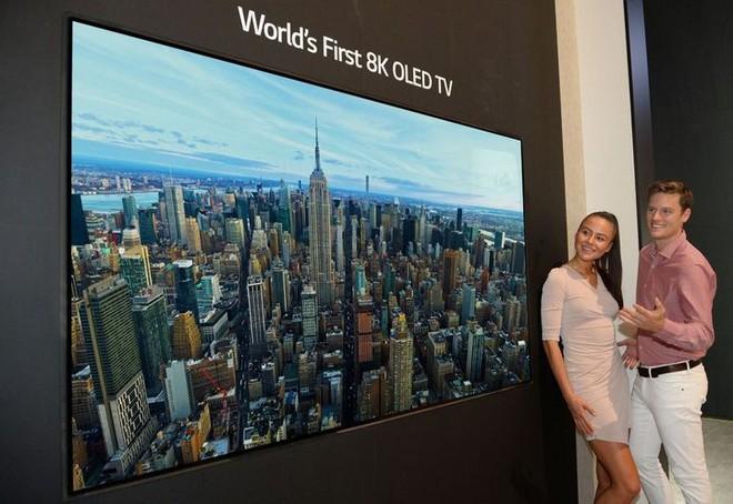 [IFA 2018] LG trình làng TV OLED 8K đầu tiên trên thế giới, mở màn cuộc đua TV OLED 8K - Ảnh 1.
