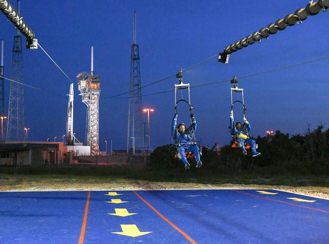 NASA tuyên bố đội ngũ phi hành gia sẽ bay cùng SpaceX và Boeing lên trạm vũ trụ ISS, khởi đầu cho kỉ nguyên vũ trụ mới - Ảnh 4.