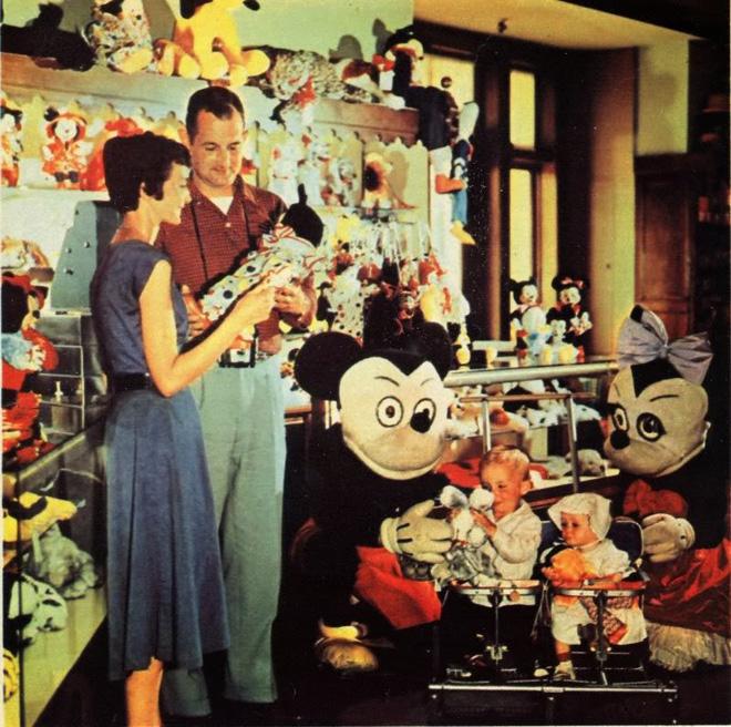 Những hình ảnh chứng minh ngày xưa Disneyland là chỗ để hù dọa trẻ con khóc thét chứ chẳng phải chốn thần tiên hạnh phúc gì - Ảnh 1.