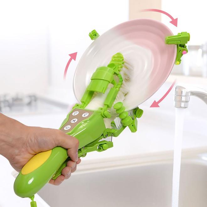 Chiêm ngưỡng máy rửa bát cầm tay 1 triệu 8 của Nhật: Vừa to vừa nặng, tự làm lấy còn nhanh hơn - Ảnh 6.