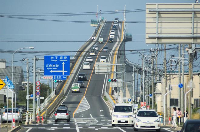 Top 8 cây cầu ấn tượng nhất Châu Á, số 8 chính là ở Đà Nẵng - Ảnh 1.