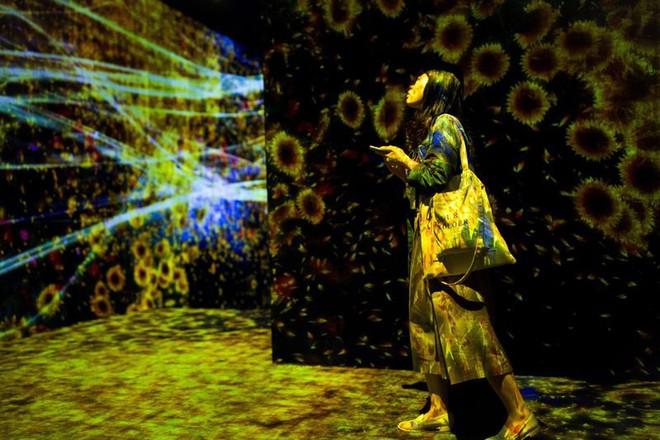 Cùng chiêm ngưỡng bảo tàng không tác phẩm đầu tiên trên thế giới tại Tokyo: nghệ thuật nơi đây nằm tại ánh sáng, không gian và trải nghiệm - Ảnh 2.